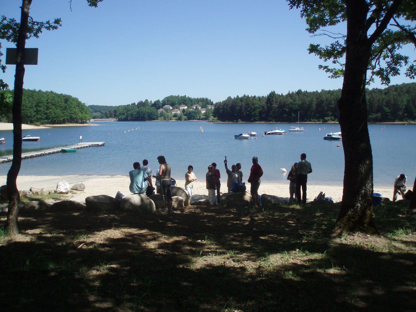 Pique au lac de St Etienne Cantalès